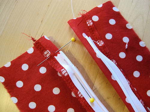 Invisible zipper tutorial from http://lladybird.com/2014/01/28/invisible-zippers-my-method/