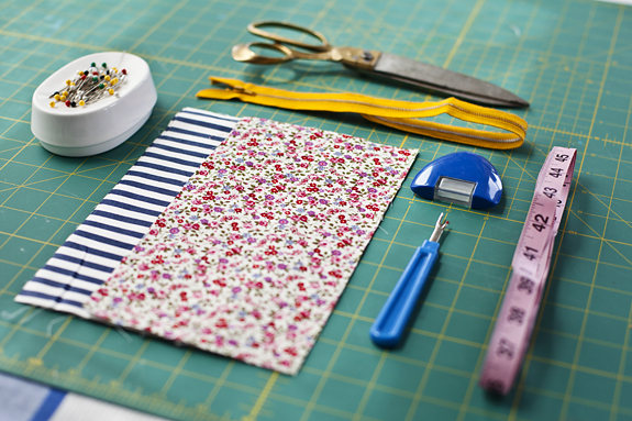 Pattern and tools needed in sewing DIY make up bag.